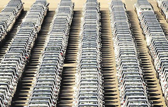 خودروسازان در مسیر فروش اموال و سهام