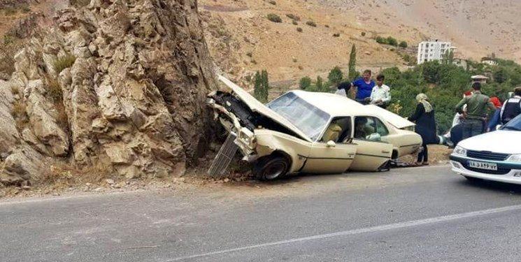 برخورد خودروی کادیلاک با کوه در جاده چالوس 4 مصدوم بر جای گذاشت