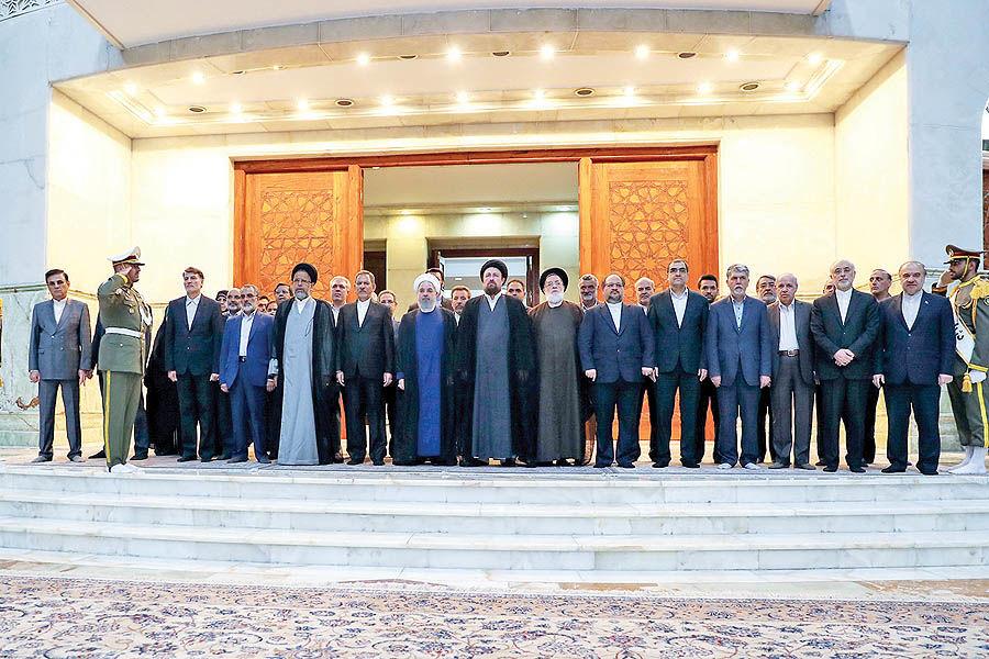 روحانی: تنها گذاشتن دولت اشتباه است