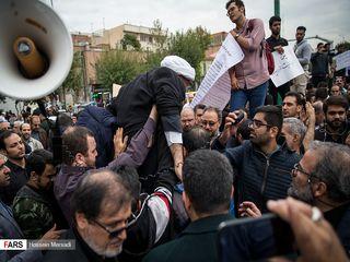 تصاویری از تجمع مخالفان FATF مقابل مجلس