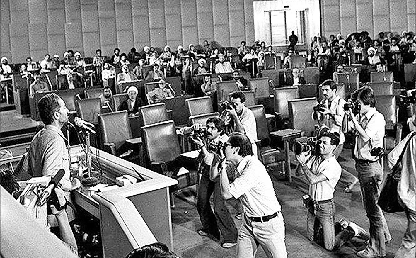 رای اعتماد مجلس به شهید باهنر