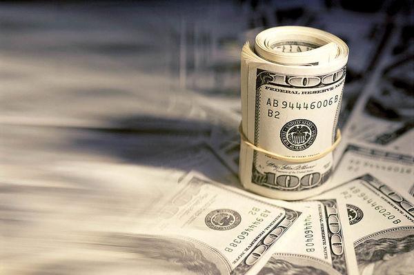 متغیرهای اثرگذار بر آینده دلار