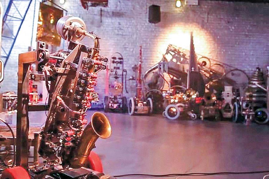ارکستر روباتیک موسیقی مینوازد