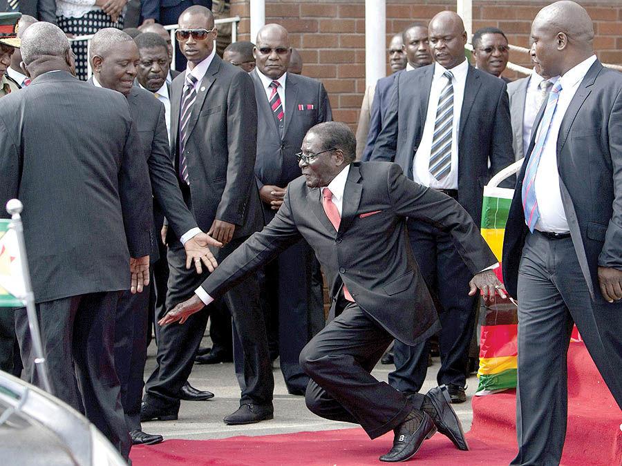 چرا موگابه رفت؟