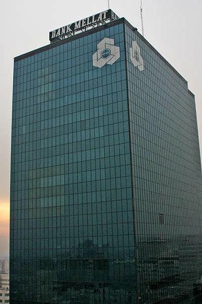 کارنامه بانک ملت در آستانه واگذاری