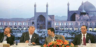 تحلیل احمدینژاد از تحولات بازار جهانی نفت