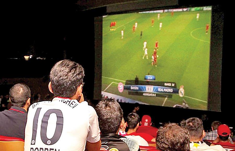 نمایش مسابقات جامجهانی فوتبال در ایوان شمس