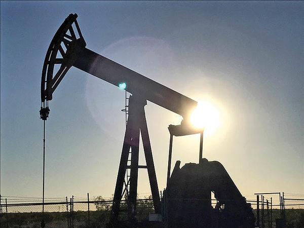 دو پیشبینی از قیمت نفت