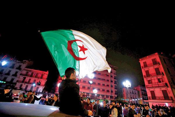 عقبنشینی بوتفلیقه شادی مردم الجزایر
