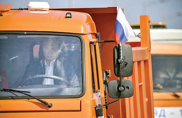 عبور پوتین از پل جدایی