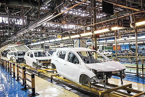 کارنامه تولید خودروسازان در سال97