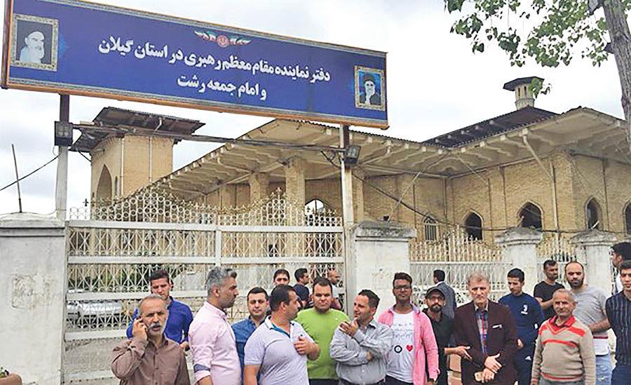تجمع سپیدرودیها مقابل دفتر امام جمعه