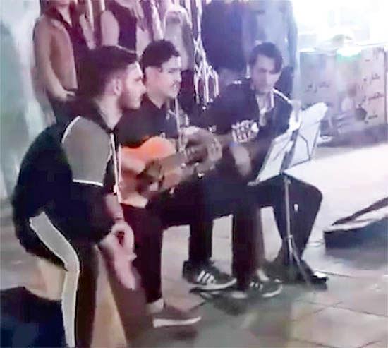 برخورد با نوازندگان خیابانی در رشت