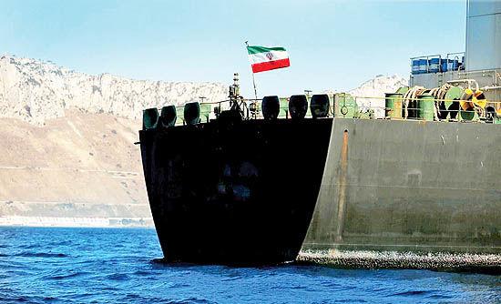 نفتکشهای ایرانی و ناوگان جنگی آمریکا در آبهای کارائیب