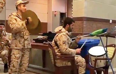 شادی و خوشحالی سربازان وطن