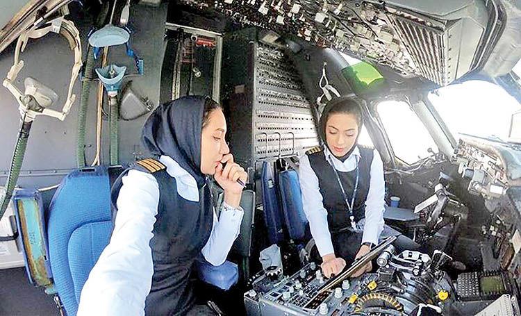 اولین پرواز با ۲ خلبان زن