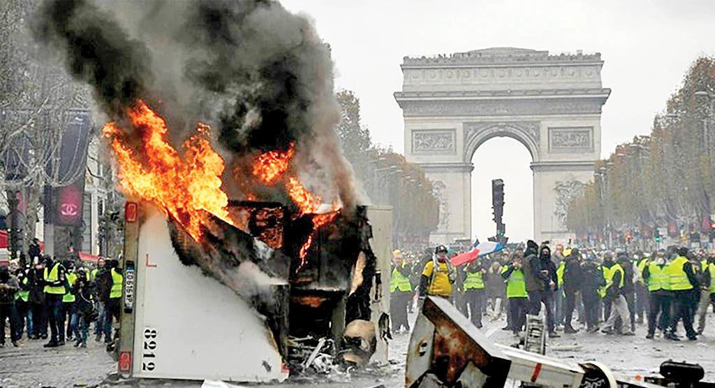 بیداری هیولای اغتشاش در پاریس