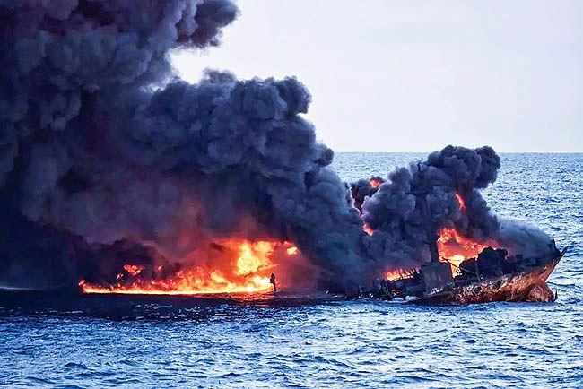 پرواز ققنوسها از دریای آتش