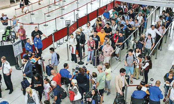 عبور گردشگران جهانی از مرز 3/ 1 میلیارد