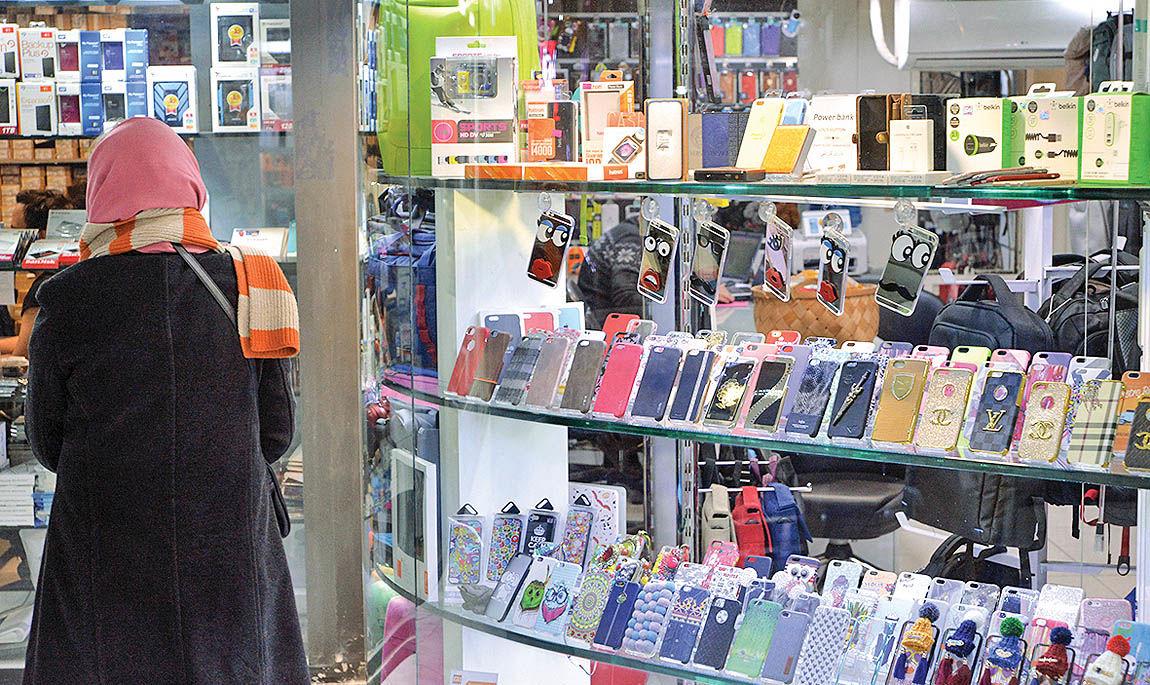 کاهش قیمت گوشی منوط به تعیین تکلیف موبایلهای توقیفی