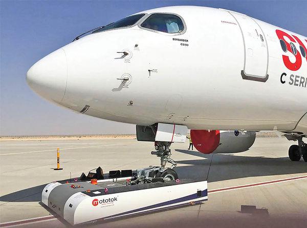 جابهجایی هواپیمای ۱۳۰ تنی با روبات