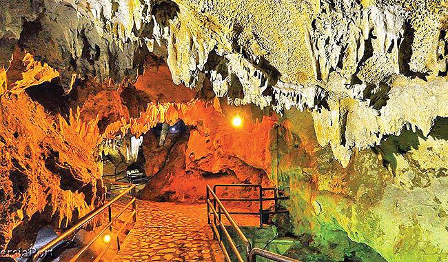 گشت در بزرگترین غار آبی خاورمیانه