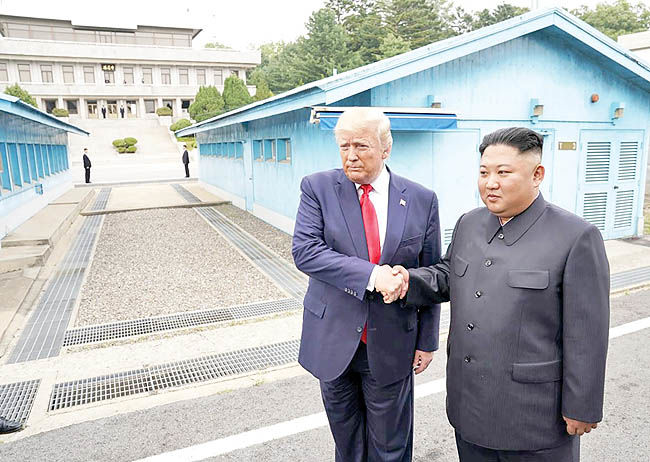 دیدار تاریخی در مرز دو کره
